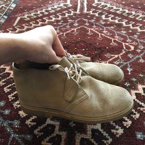 Sz 2 1/2 Clark boots